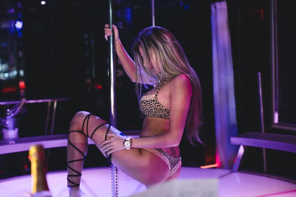 Stripping xnxx pics