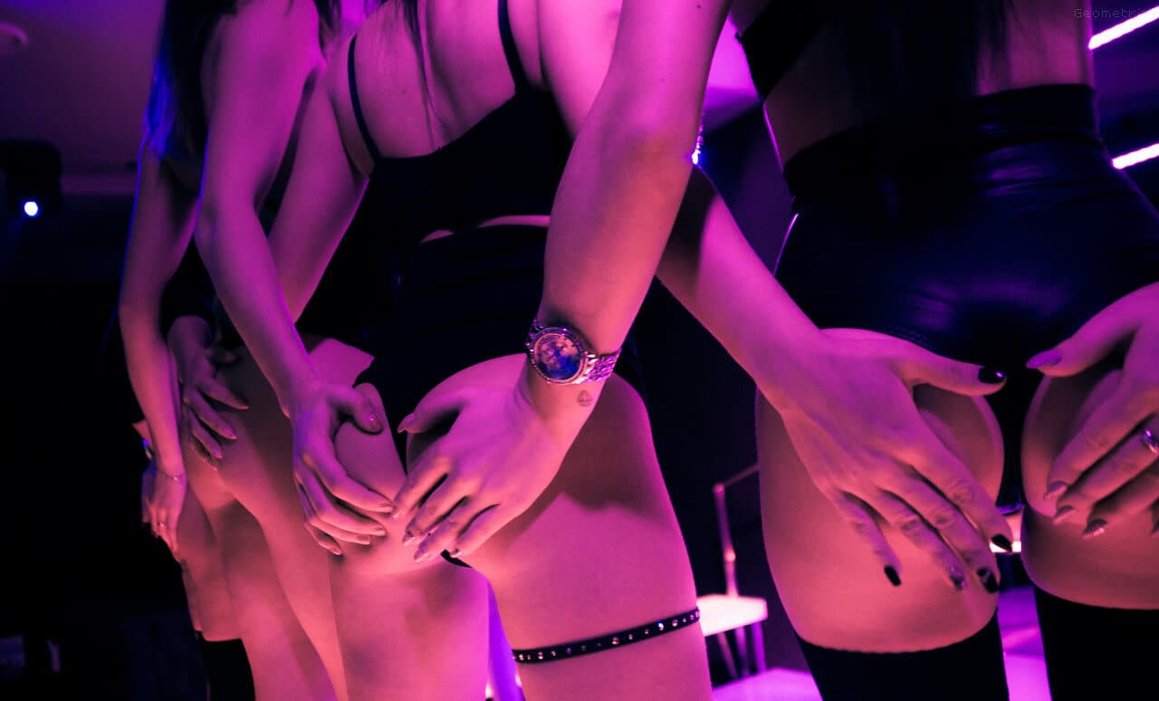 Party for couples at Athens strip club Toys